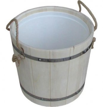 Wooden bucket with a ro..
