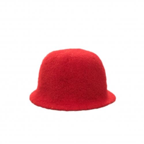 Трехцветная шапка, красная