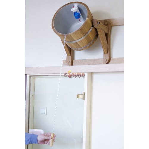 Χύνοντας τη μπανιέρα με μια πλαστική επένδυση