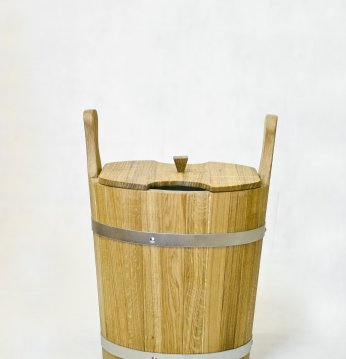 Wooden pail for whisks,..