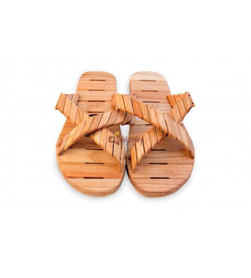 Mediniai sandalai